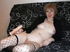 Hot mature woman shows all