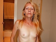 Lusty blonde granny amateur on bed