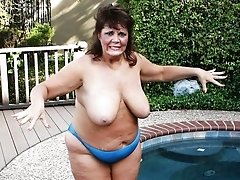 Sexy mature housewives, grannies and plumpers