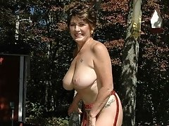 Mature housewife with big natural mammaries