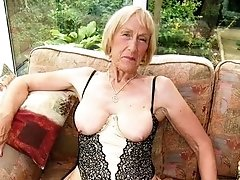 Single oma ready to get fucked