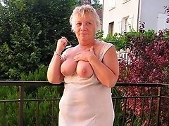 Big boobs granny in a flasher time