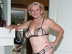 Sexy granny who loves to practise devoted finger sex